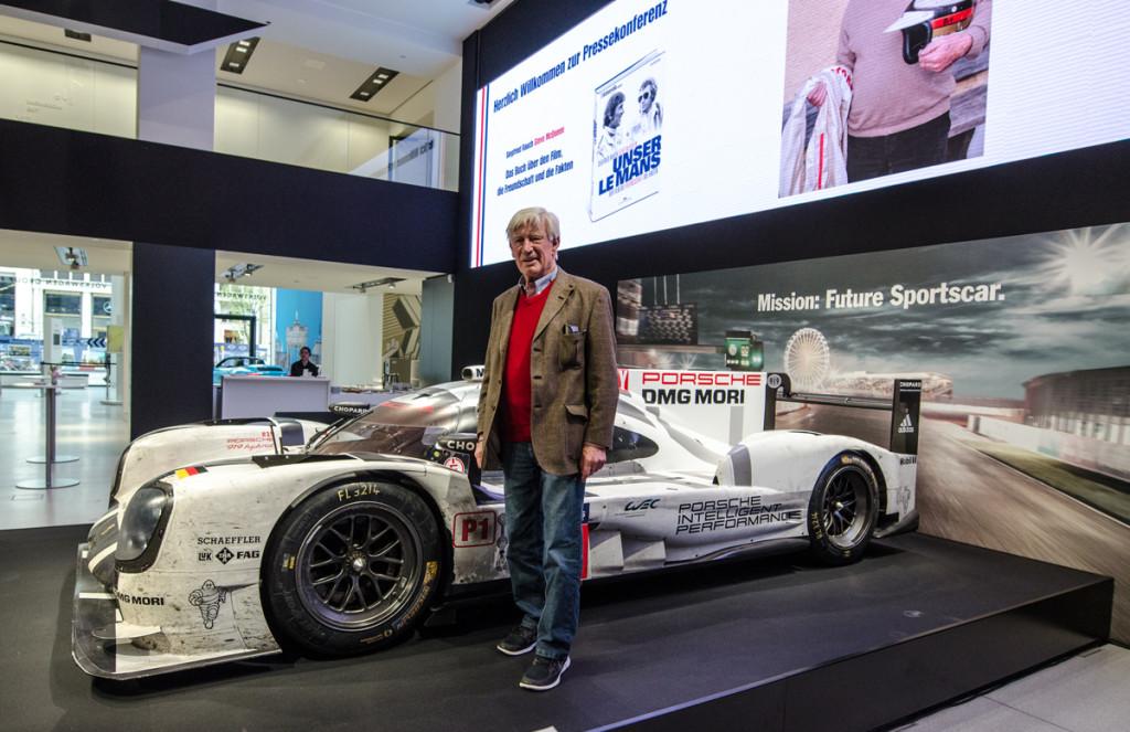 Siegfried Rauch vor dem Porsche 919 Hybrid